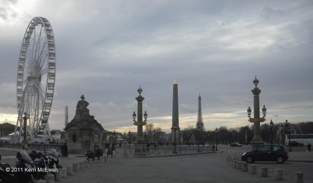 paris-place-de-la-concorde-obelisk-eiffel-tower-christmas-2011